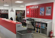 Aménagement d'une agence LOXAM avec ateliers dans un bâtiment existant